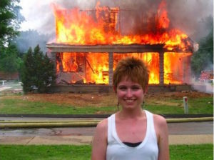 4503751f6f754a51f3b082840cd44475-want-to-meet-woman-smiling-in-front-of-burning-building